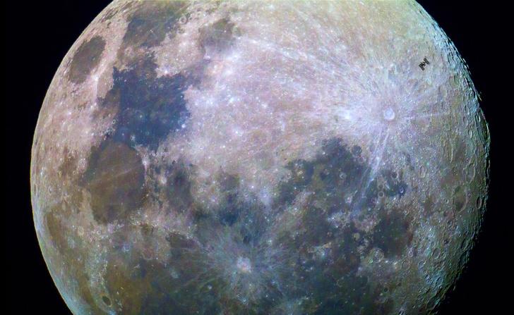 Фото №1 - Пролетая над Луной