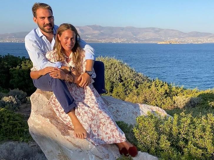 Фото №1 - Элегантная невеста и всего два гостя: как прошла свадьба греческого принца Филиппа