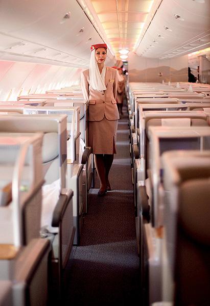Фото №5 - Высокие стандарты: стюардессы из разных стран мира
