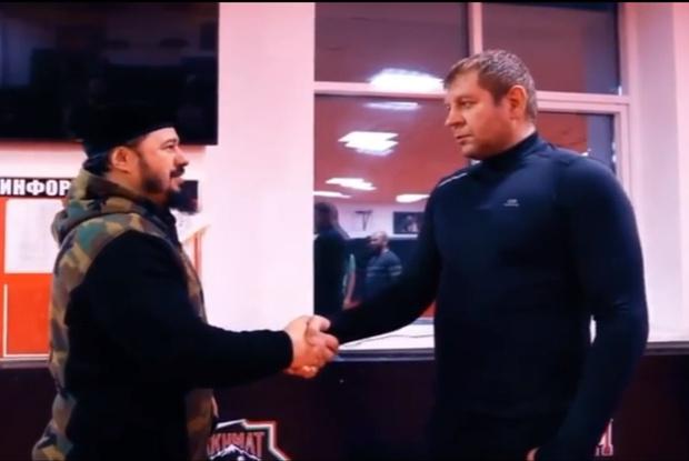 Фото №1 - Александр Емельяненко спорит на автомобиль с главой бойцовского клуба «Ахмат», что год не будет пить (видео)