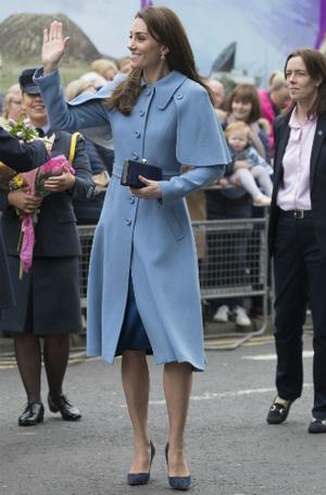 Фото №3 - Как герцогиня Кейт укрепила свои позиции в королевской семье с помощью всего одного платья