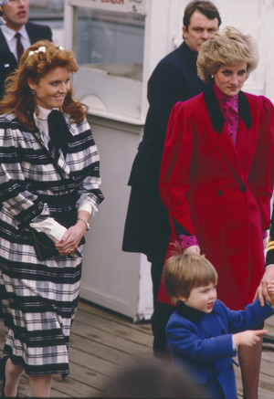 Фото №2 - Кровная обида: чем герцогиня Кейт и принц Уильям оскорбили Сару Фергюсон