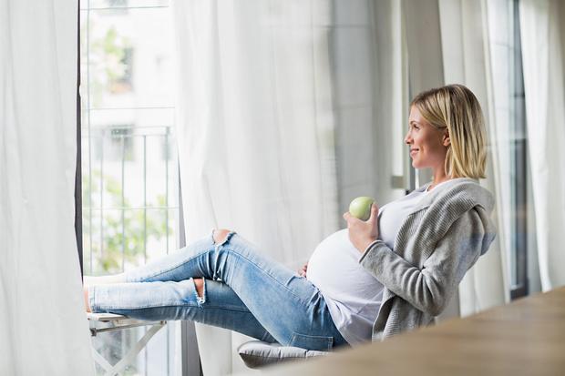 Фото №1 - Как питаться беременным: 5 простых, но важных правил