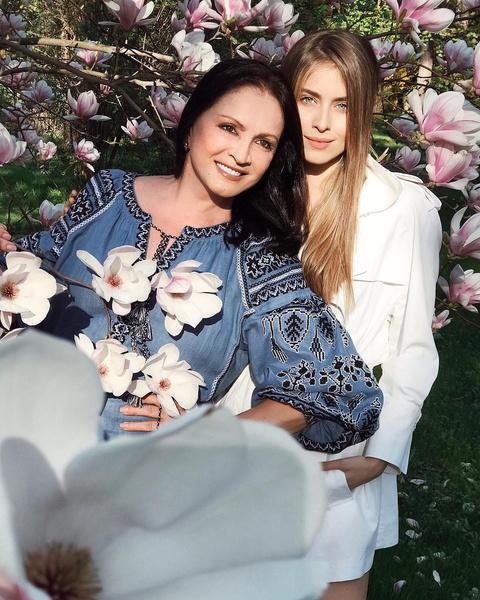 Фото №1 - Вся в бабушку: внучка Софии Ротару поразила своей красотой