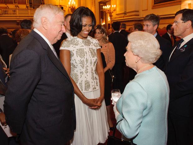 Фото №3 - От банкетов до бумаги: когда и куда Королева тратит свое состояние