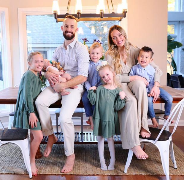 Майка Стаффер с семьей