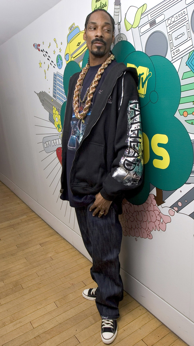 Фото №7 - Золотые цепи, цветные шубы и спортивные костюмы: Снуп Догг и его лучшие образы