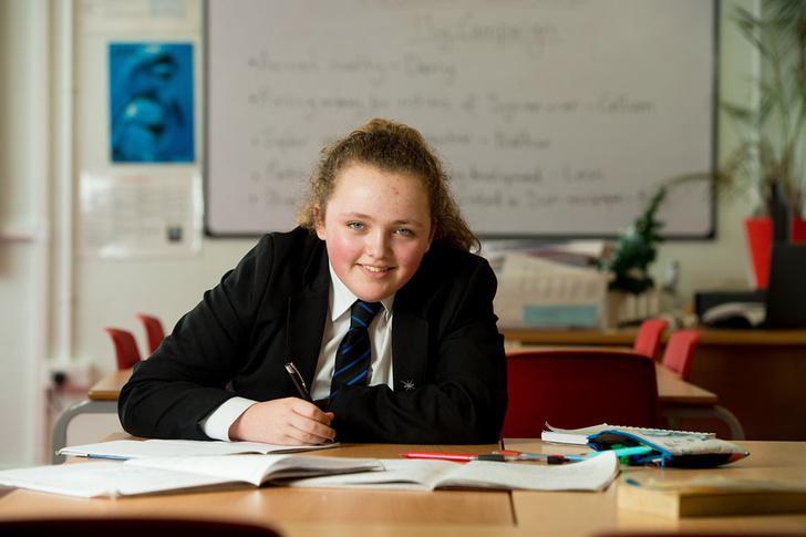 Фото №1 - 13-летняя британская школьница превзошла Эйнштейна и Хокинга по уровню IQ