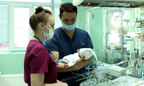 Фото №1 - Петербургские врачи спасли недоношенного мальчика с врожденной патологией пищевода и COVID-19