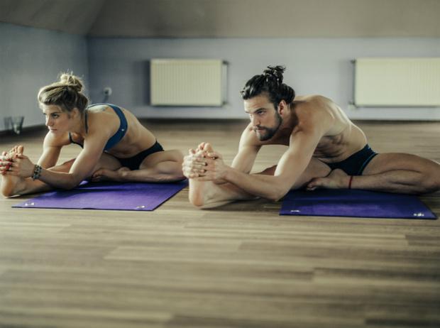 Фото №2 - Что такое горячая йога: плюсы и минусы занятий