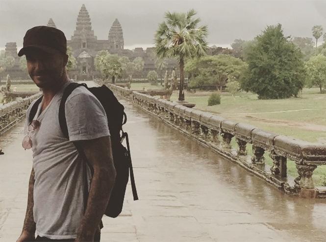 Фото №1 - Дэвид Бекхэм отправился в Камбоджу для помощи детям