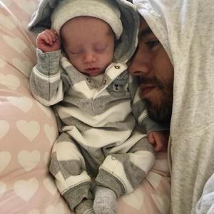 Фото №1 - Курникова и Инглесиас впервые показали новорожденных близнецов