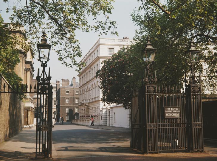 Фото №3 - Три спальни для принца и его жены: секрет счастливого брака Чарльза и Камиллы