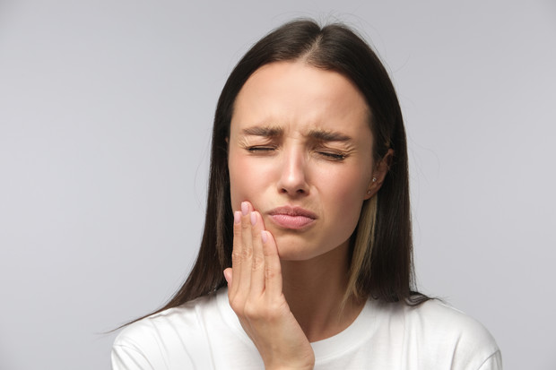 хрустит челюсть когда ем при жевании что делать как лечится хруст челюсти советы стоматолога