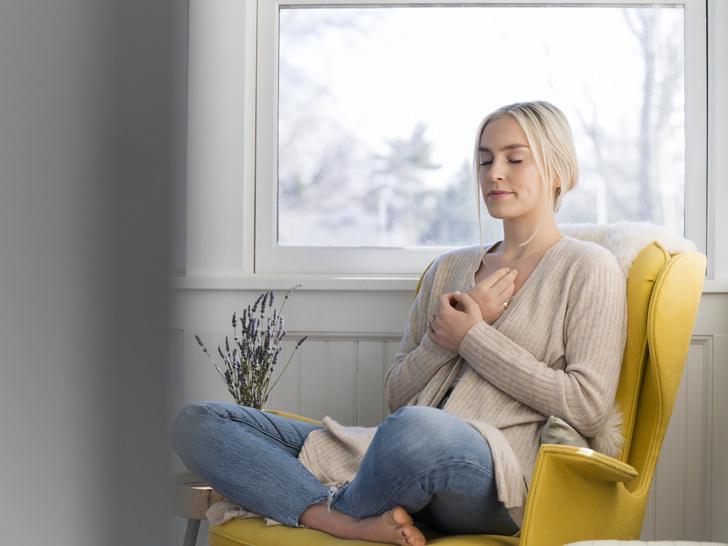Фото №1 - Марафон антистресса: как справиться с тревожным состоянием без переедания и таблеток