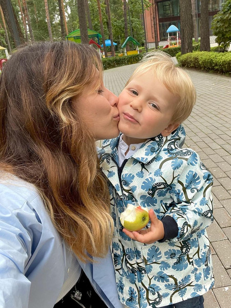 Регина Тодоренко, фото, инстаграм, последние новости 2021, звезды отвели детей в детский сад, звездные мамы