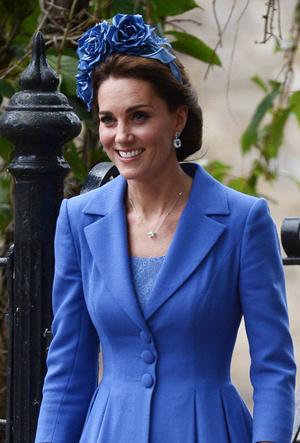 Фото №11 - Как королевские модницы носят широкие ободки (и где искать похожие)