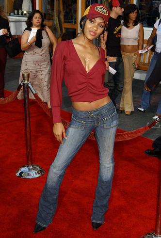 Фото №6 - Не ждали: почему джинсы с низкой талией снова в тренде (и как их носить)