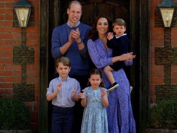 Фото №2 - Этикет для матери: будет ли Кейт делать реверанс Джорджу, когда он станет королем