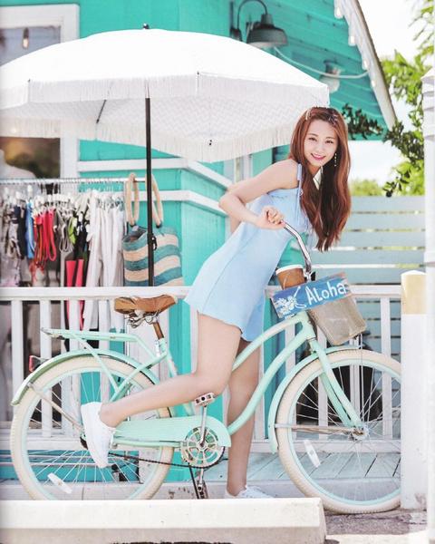 Фото №1 - Выбираем милое платье на лето в стиле Цзыюй из TWICE