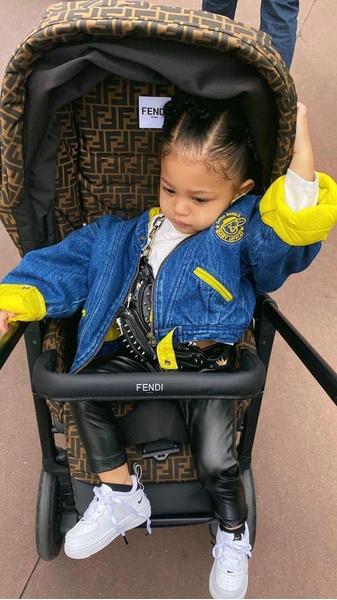 Фото №5 - Звезды, которые возят своих слишком взрослых детей в коляске