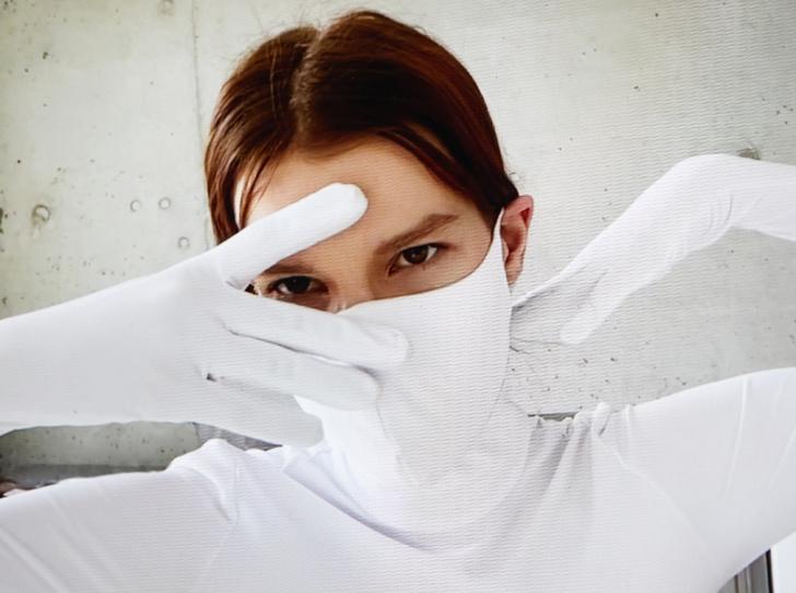 Фото №1 - Под защитой: бренд Monosuit создал комбинезон со встроенными перчатками и маской