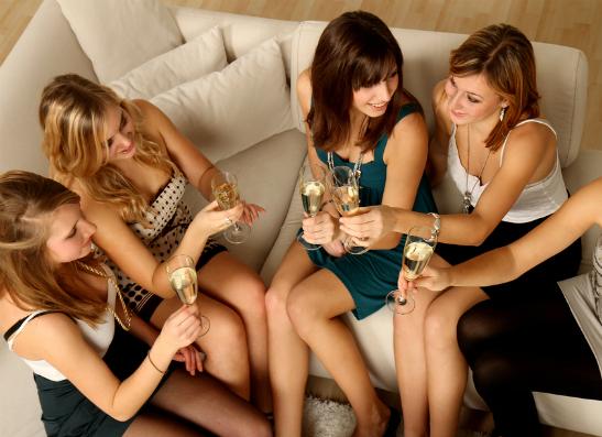 Фото №1 - Вспомнить все: как провести вечеринку дома?