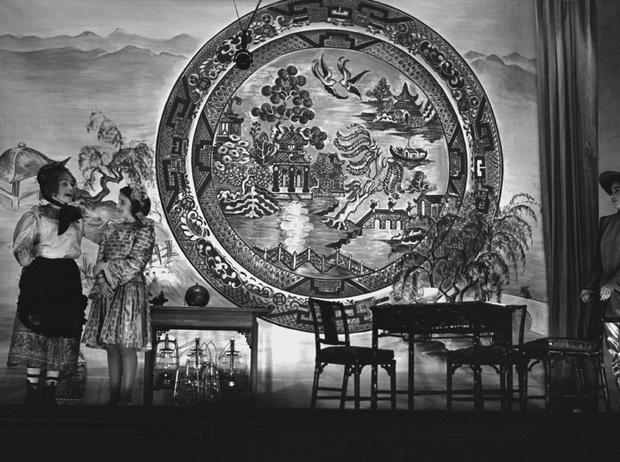 Фото №25 - Рождественский театр Виндзоров: как принцессы Елизавета и Маргарет поднимали боевой дух нации
