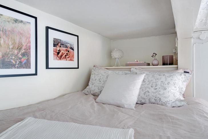Фото №11 - Маленькая скандинавская квартира со спальней на антресоли