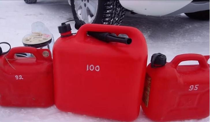 Фото №1 - Новый эксперимент русских мужиков: на каком бензине можно проехать дольше (видео)
