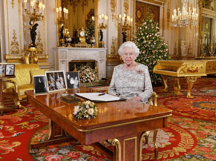 Фото №2 - Какое особое рождественское блюдо больше всего любит Королева