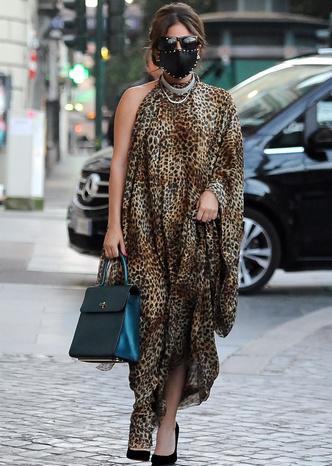 Фото №2 - Леопардовая туника, чокер с кристаллами и маска с шипами: Леди Гага в образе итальянской дивы