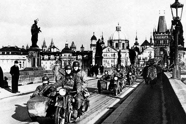 Фото №1 - В центре нацистской паутины