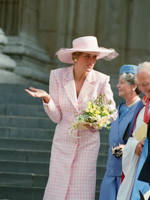 Фото №42 - От персикового до фуксии: как принцесса Диана носила розовый цвет (и почему он ей так шел)