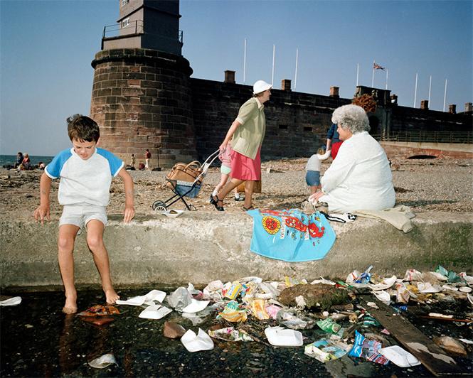 Фото №1 - Обычный туристический ад: фотографии английского курорта в 1980-е