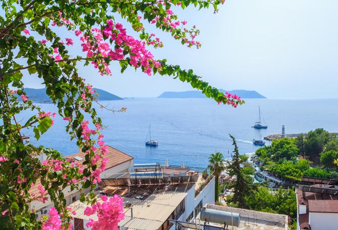 Фото №2 - 5 крутых и очень дешевых стран для отпуска весной