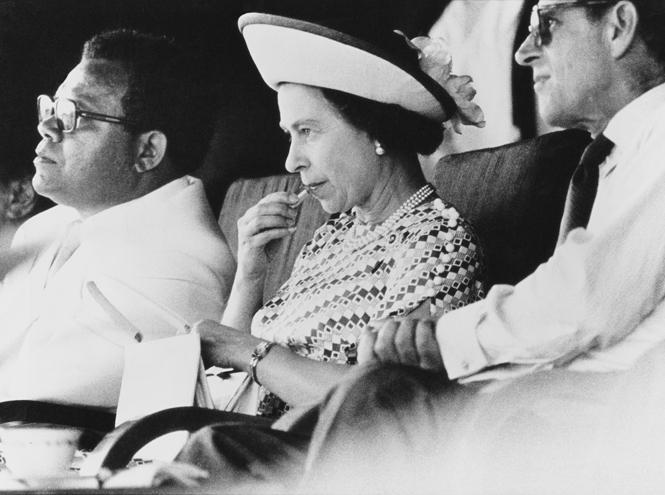 Фото №29 - Королева и помада: история одной бьюти-страсти Елизаветы II