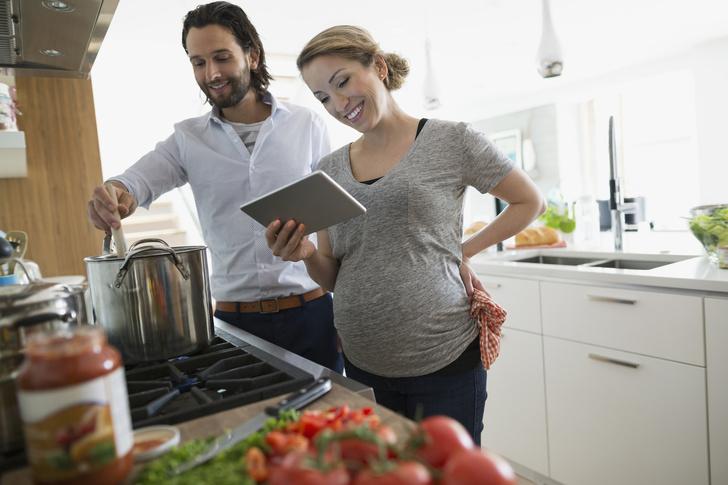 Фото №1 - Беременные родители: будущие папы тоже толстеют