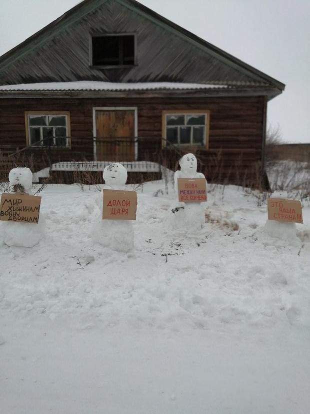 Фото №4 - В Архангельской области полиция разогнала несанкционированный митинг снеговиков (много фото)