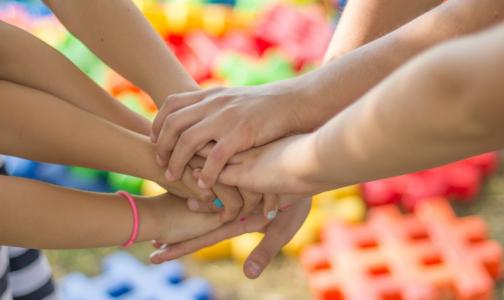 Фото №1 - В Петербурге обещают вылечить всех детей от гепатита С в 2020 году