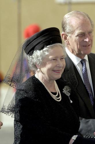 Фото №10 - Какое украшение Елизавета II носит практически постоянно (но вы не замечали)