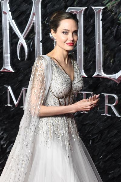 Фото №1 - Сальма Хайек показала, как выглядит Джоли без фотошопа и грима