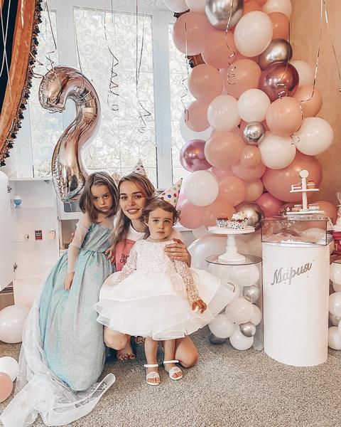 Фото №1 - Кукольный дом: Анна Хилькевич устроила 2-летней дочери день рождения мечты