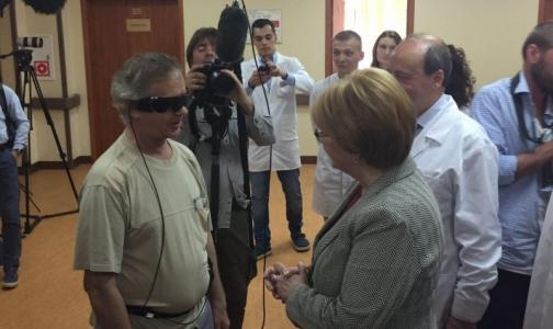 Фото №1 - Глава Минздрава рассказала, как видит мир пациент с бионическим глазом