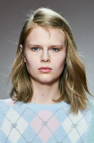 Модель блондинка