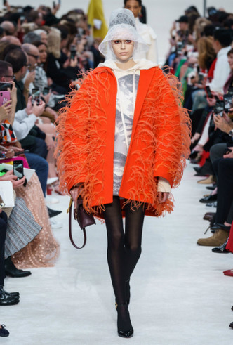 Фото №2 - Как носить перья: 10 идей на все случаи жизни