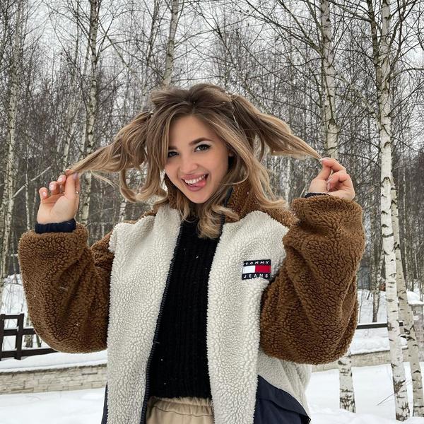 Фото №4 - Куртки из флиса— тренд весны 2021. Смотри, как носит Аня Покров 😍