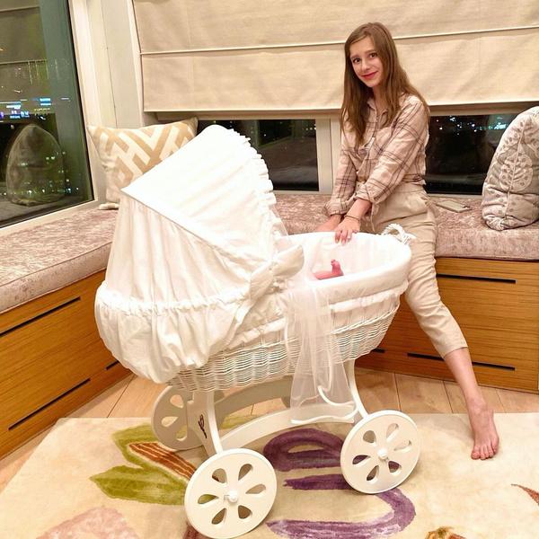 Лиза Арзамасова беременна родила Илья Авербух муж возраст