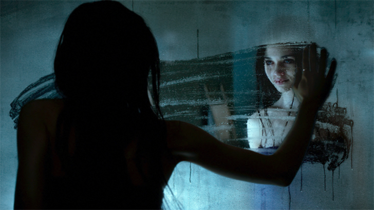 Фото №1 - Смотри в январе новый крутой мистический хоррор «Темное зеркало»