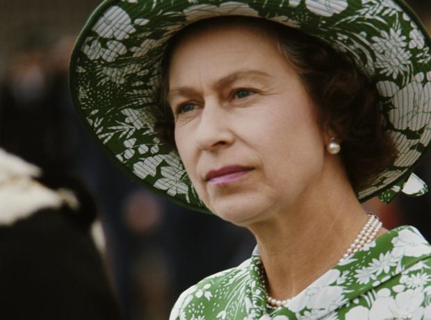 Фото №1 - Холодный прием: самый неприятный инцидент в «карьере» Королевы и ее бесценная реакция